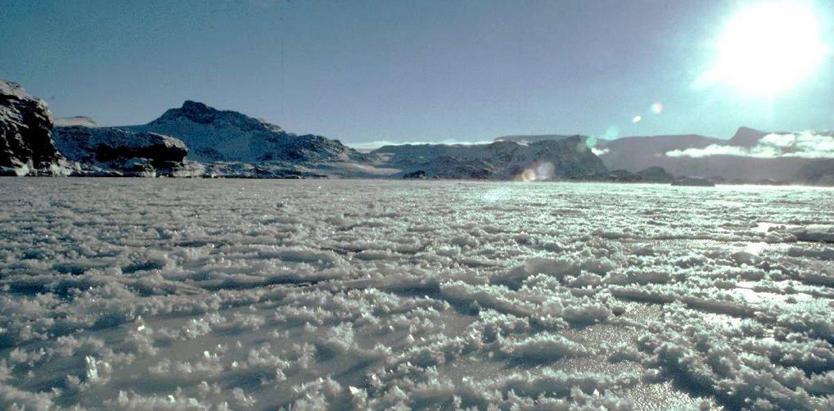 La extensión del hielo del Ártico y Antártico alcanza sus niveles más bajos