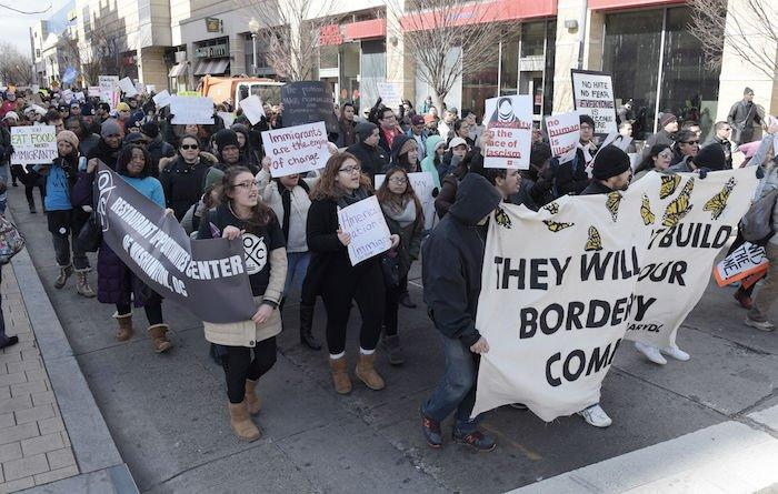 EE.UU. promete un nuevo decreto migratorio 'más ajustado'