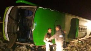Al menos 19 muertos tras el volcamiento de un bus en Argentina