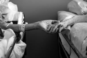 Un matrimonio centenario muere con seis horas de diferencia