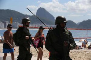 Cancelan carnaval en al menos diez urbes de Brasil donde hubo huelga policial