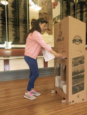 Ecuatorianos en el exterior ya cumplen con su derecho al voto