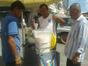 Comerciantes 'hacen su agosto' durante las elecciones