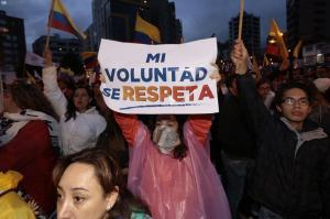 Cerca de 24 horas de manifestaciones en las afueras del Consejo Nacional Electoral