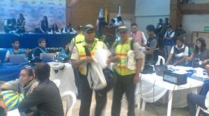En la delegación del CNE de Guayas se suspendió el conteo de votos por supuestas agresiones