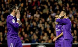 El Real Madrid cae por 2-1 ante el Valencia y se aprieta la Liga Española