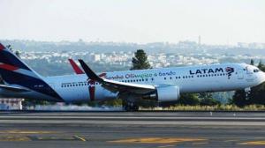 Una turbina en llamas obliga a suspender el despegue de un avión en Brasil