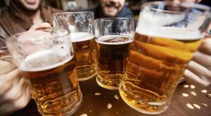 Donan 1.000 litros de cerveza para costear el tratamiento contra leucemia de una adolescente