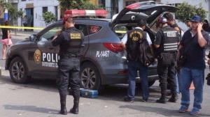 El policía peruano que abatió a autor de matanza recibe amenazas en Internet