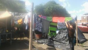 A casi un año del terremoto aún hay familias que viven en carpas