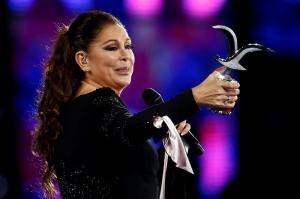 Isabel Pantoja triunfa en Viña del Mar y recuerda al fallecido Juan Gabriel