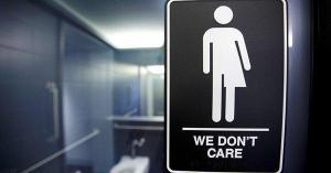 Trump revoca una norma que permitía a los alumnos transexuales elegir su baño