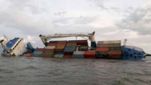 Buque de carga que iba de Guayaquil a Galápagos sufre accidente cerca a Posorja