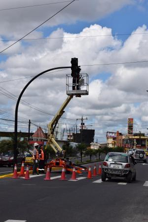 20 semáforos son instalados