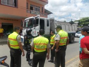 Dos sujetos secuestran a un hombre, chocan con una furgoneta y son detenidos