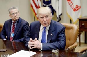 Trump acusa al FBI de ser incapaz de detener filtraciones de información a la prensa