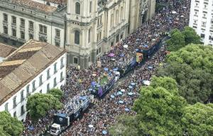 Millones de brasileños bailaron en las calles en el primer día del carnaval