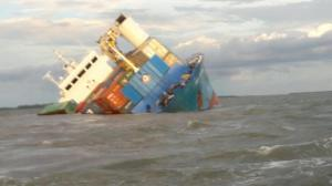 Piden declaración de emergencia en Galápagos tras quedar varado un barco