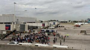 Detienen en aeropuerto de Florida a hijo y exesposa de boxeador Muhammad Ali