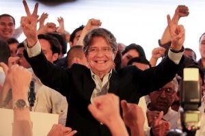 Lasso aventaja por 4 puntos a Moreno según sondeo de segunda vuelta en Ecuador