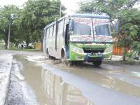 Conductores reclaman por mal estado de vías
