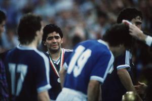 Medalla de Maradona se vende en subasta por más de 9.000 dólares
