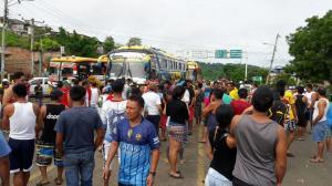 Vía Jipijapa-Puerto Cayo estuvo cerrada por control vehicular