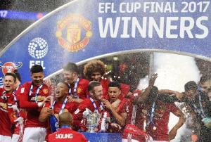 Valencia dedica triunfo del Manchester United a la unidad del país