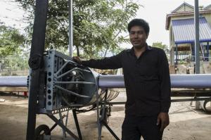 Un camboyano aprende en internet a construir un avión que quiere pilotar