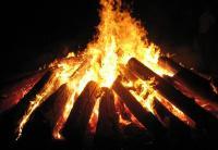 Mujer muere quemada en ritual para sanar su 'alma endemoniada'