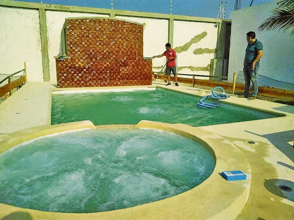 Una piscina en casa puede costar desde cuatro mil d lares for Construccion de piscinas en ecuador