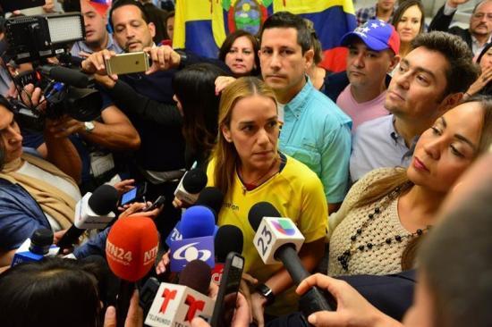 Tras ser expulsada de Ecuador, Tintori pide acabar con la 'dictadura' en las urnas