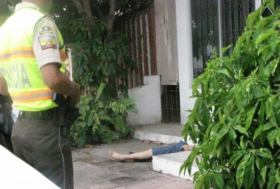 Hombre de 80 años muere tras sufrir una caída