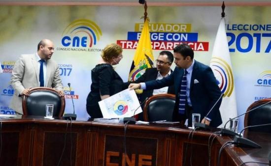 El CNE asegura que observadores respaldan su labor en elecciones