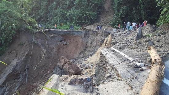 Un socavón inhabilita la vía Saracay-Piñas