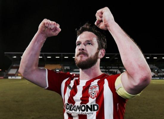 El capitán de un club irlandés muere tras un partido de fútbol