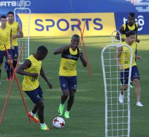 La Selección de Ecuador afina su '11', Felipe Caicedo es inamovible