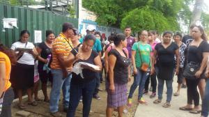Padres protestan por fusión de escuelas en el cantón Junín