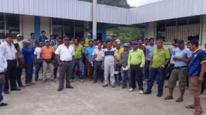 Empleados del Municipio de Puerto López protagonizan huelga de 'brazos caídos'