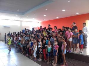 350 niños en cursos