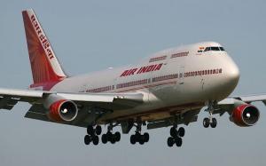 Diputado indio le propina 25 zapatillazos a un empleado de aerolínea por un asiento