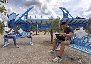 Cuba produce sus primeros 7.000 portátiles y tabletas con tecnología china