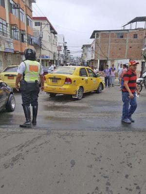 Vía mojada provoca cuatro accidentes sin heridos en Manta