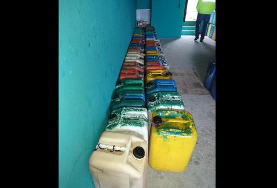 Manta: Incautan más de 500 galones de combustible en allanamiento