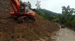 Deslizamiento de tierra provocó cierre de la vía Portoviejo-Junín