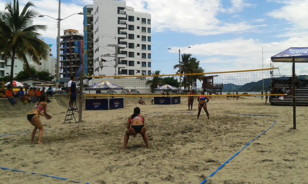 Inició circuito de voleibol de playa en Bahía de Caráquez