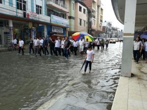 Fuerte lluvia inunda varios sectores del cantón Chone