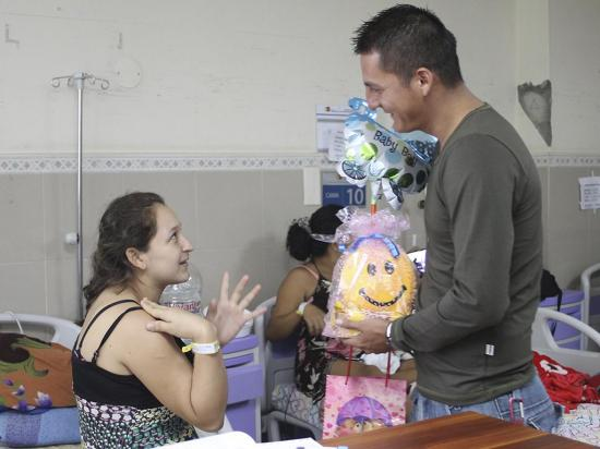 El bebé se llamará Luis, como el agente que lo ayudó a nacer