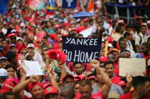 Chavistas marchan en Caracas contra sesión de la OEA y los 'enemigos de la patria'