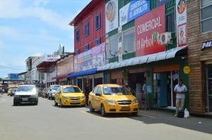 Locales del Nuevo Tarqui se quedaron sin luz durante más de 10 horas